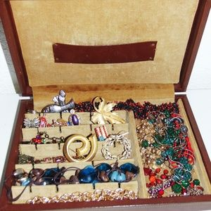 Assorted Vintage Jewelry in Vtg Jewelry Box